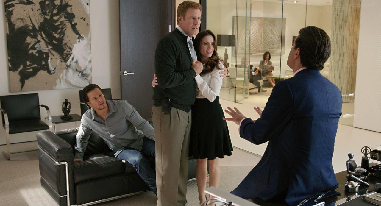 """Nachdem Dusty (Mark Wahlberg, l.) das Thema """"Drittes Kind"""" zur Sprache gebracht hat, gerät der angeblich impotente Brad (Will Ferrell, 2.v.l.) in di... - Bildquelle: (2017) Paramount Pictures."""