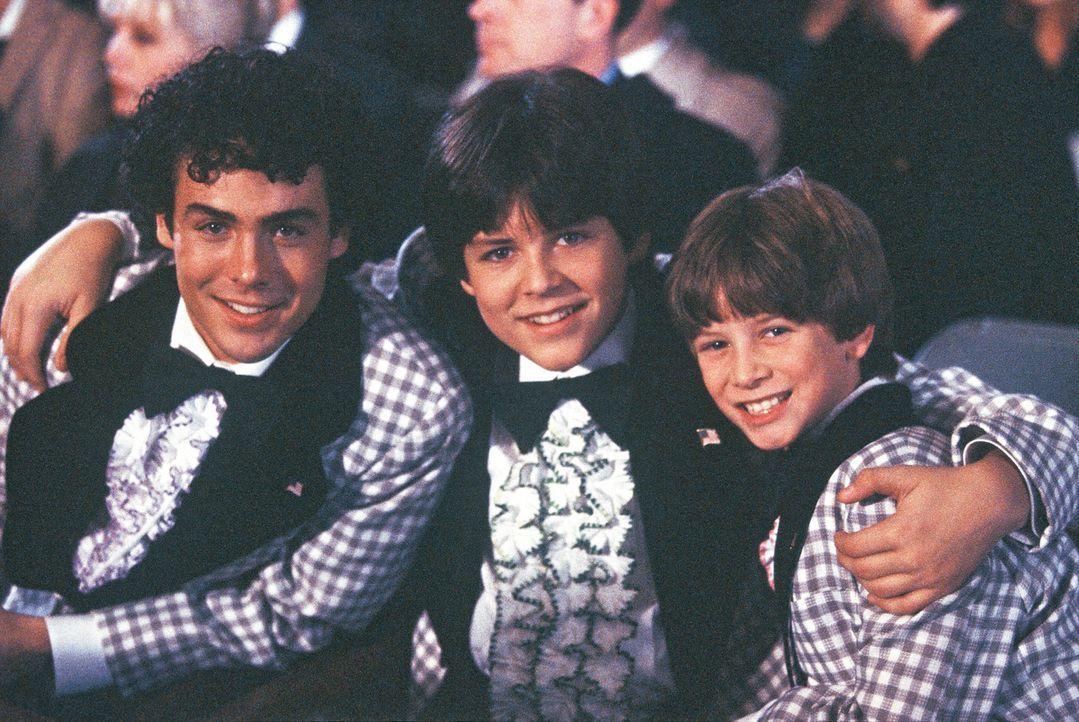 Nachdem Bobby (Max Morrow, r.) einen Lottoschein gefunden hat, gerät auch das Leben seiner Brüder Greg (Chad Doreck, l.) und Peter (Blake Foster, M.... - Bildquelle: TM &   2002 by Paramount Pictures. All Rights Reserved.
