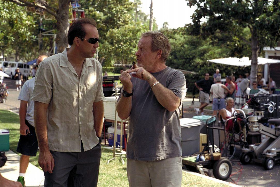Regisseur Ridley Scott, r. mit seinem Hauptdarsteller Nicolas Cage, l. - Bildquelle: Warner Bros. Pictures