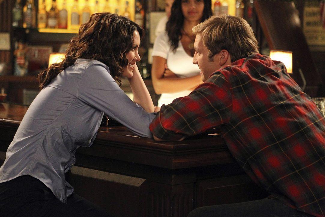 Wollen ihre Bettgeschichte vorerst auf Eis legen: Ben (Ryan Hansen, r.) und Sara (Danneel Ackles, l.) ... - Bildquelle: NBC Universal, Inc.