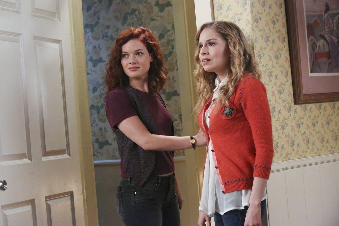 Tessa (Jane Levy, l.) und Lisa (Allie Grant, r.) sind geschockt, als sie feststellen, dass Ryan mit seiner neuen Freundin für einen Besuch nach Haus... - Bildquelle: Warner Brothers