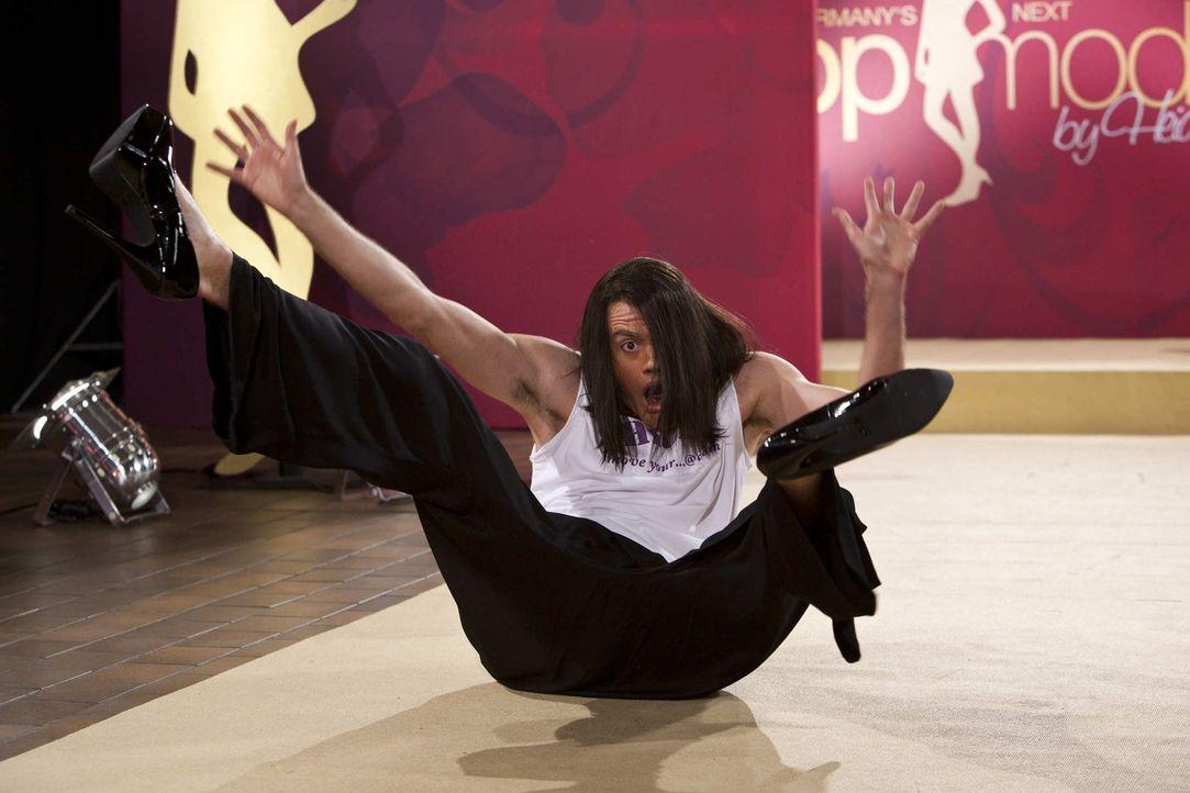 (5. Staffel) - Der Meister auf dem Laufsteg: Jorge Gonzalez (Max Giermann) ... - Bildquelle: ProSieben