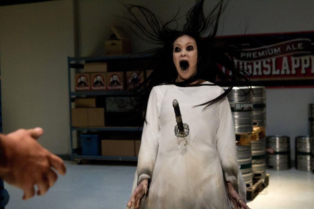 """Sean und Dean müssen einen """"Shojo"""" (Angela Uyeda) bekämpfen. Das japanische Monster sinnt auf Rache und ist ausgesprochen schwer zu fangen, denn m... - Bildquelle: Warner Bros. Television"""