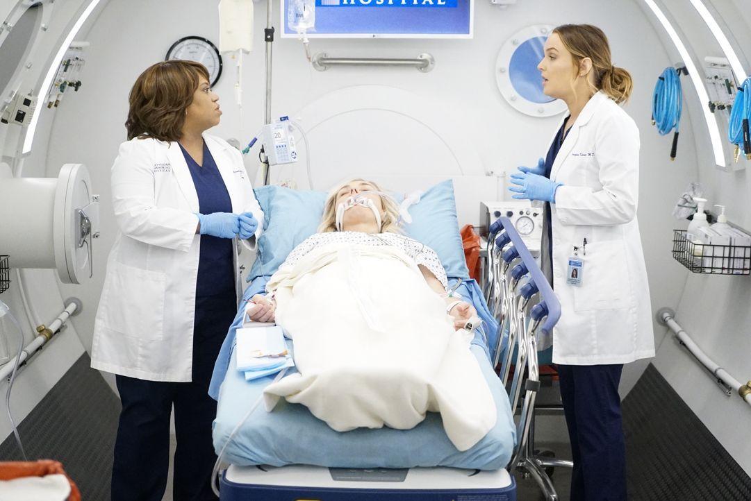 (v.l.n.r.) Dr. Miranda Bailey (Chandra Wilson); Carly (Rachel Bay Jones); Dr. Jo Karev (Camilla Luddington) - Bildquelle: Kelsey McNeal 2019 American Broadcasting Companies, Inc. All rights reserved. / Kelsey McNeal