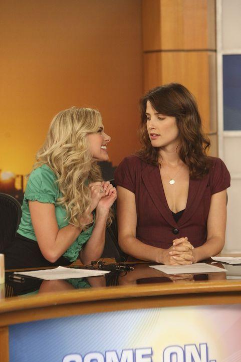 Während sich Lily und Marshall Gedanken darüber machen, wie ihr zukünftiges Kind heißen könnte, ist Robin (Cobie Smulders, r.) von ihrer Co-Mod... - Bildquelle: 20th Century Fox International Television