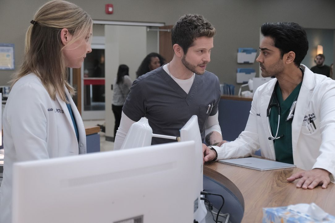 (v.l.n.r.) Nicolette Nevin (Emily VanCamp); Dr. Conrad Hawkins (Matt Czuchry); Dr. Devon Pravesh (Manish Dayal) - Bildquelle: Guy D'Alema 2019-2020 Twentieth Century Fox Film Corporation.  All rights reserved. / Guy D'Alema