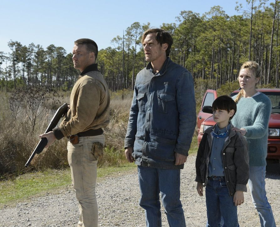 (v.l.n.r.) Lucas (Joel Edgerton); Roy (Michale Shannon); Alton (Jaeden Lieberher); Sarah (Kirsten Dunst) - Bildquelle: Warner Bros.