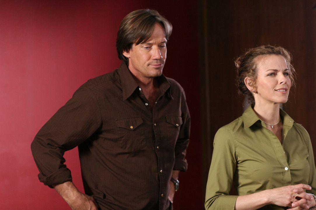 Gemeinsam gehen sie gegen das Verbrechen vor: Nick (Kevin Sorbo, l.) und Kate Jensen (Yvette Nipar, r.) ... - Bildquelle: 2007 Metro-Goldwyn-Mayer Home Entertainment LLC and Sony Pictures Home Entertainment Inc. All Rights Reserved.