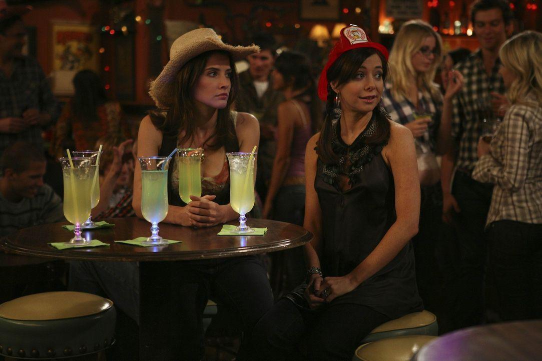 Während Robin (Cobie Smulders, l.) sich andere Freundinnen sucht, da Lily (Alyson Hannigan, r.) ihr als Ehefrau nicht mehr in allen Dingen beistehe... - Bildquelle: 20th Century Fox International Television