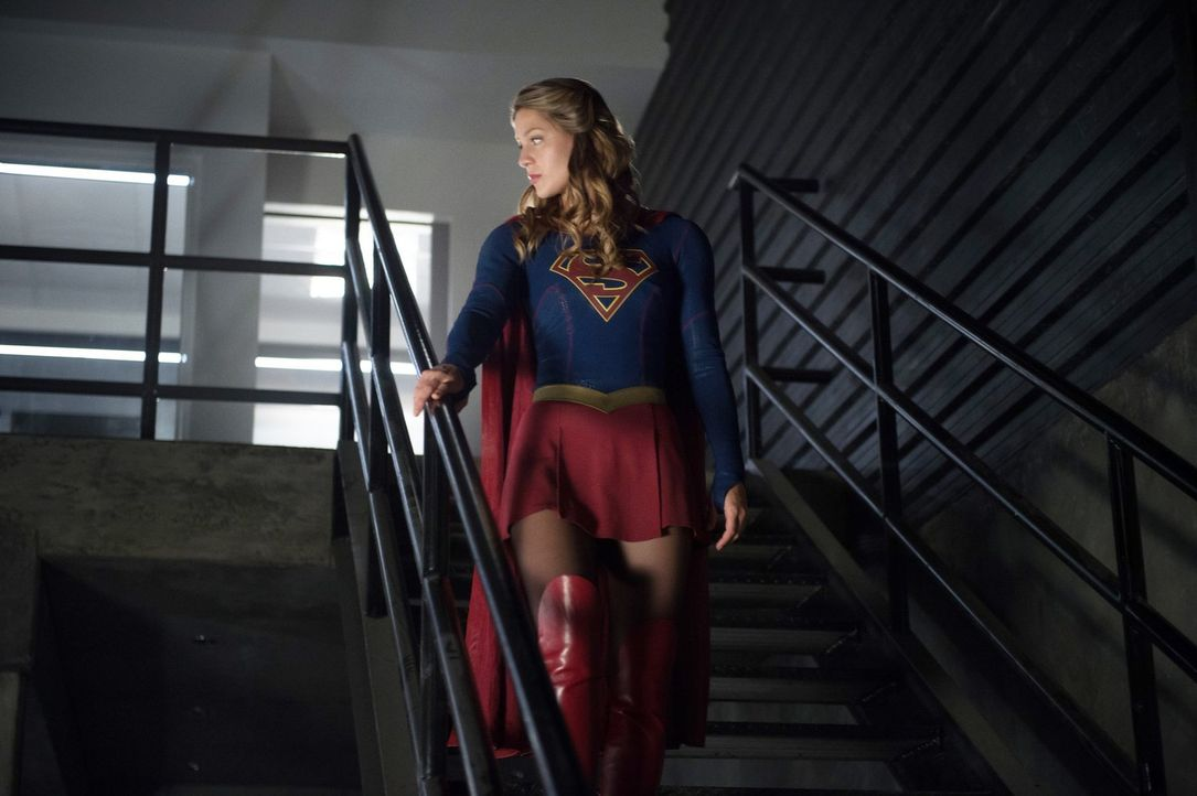 Während Supergirl (Melissa Benoist) versucht, die Alien-Kämpfe zu stoppen, nimmt sie Mon-El unter ihre Fittiche und fängt an, ihn zu trainieren ... - Bildquelle: 2016 Warner Bros. Entertainment, Inc.