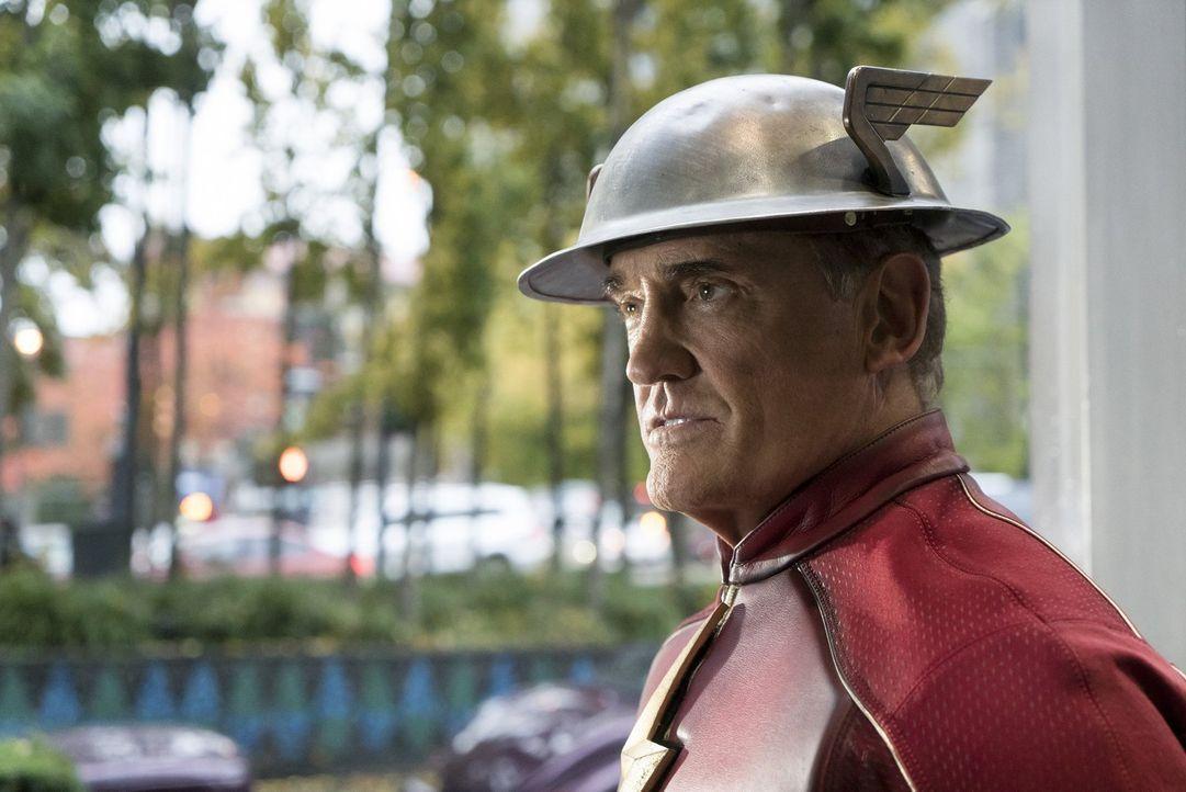 Jay alias Flash (John Wesley Shipp) hat einige Informationen über Savitar und versucht, Barry im Kampf gegen den Speedster, der glaubt ein Gott zu s... - Bildquelle: 2016 Warner Bros.