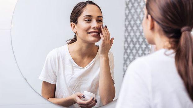 Make-up und reichhaltige Pflege in einem? Mit BB-Creams vereinbarst du deine...