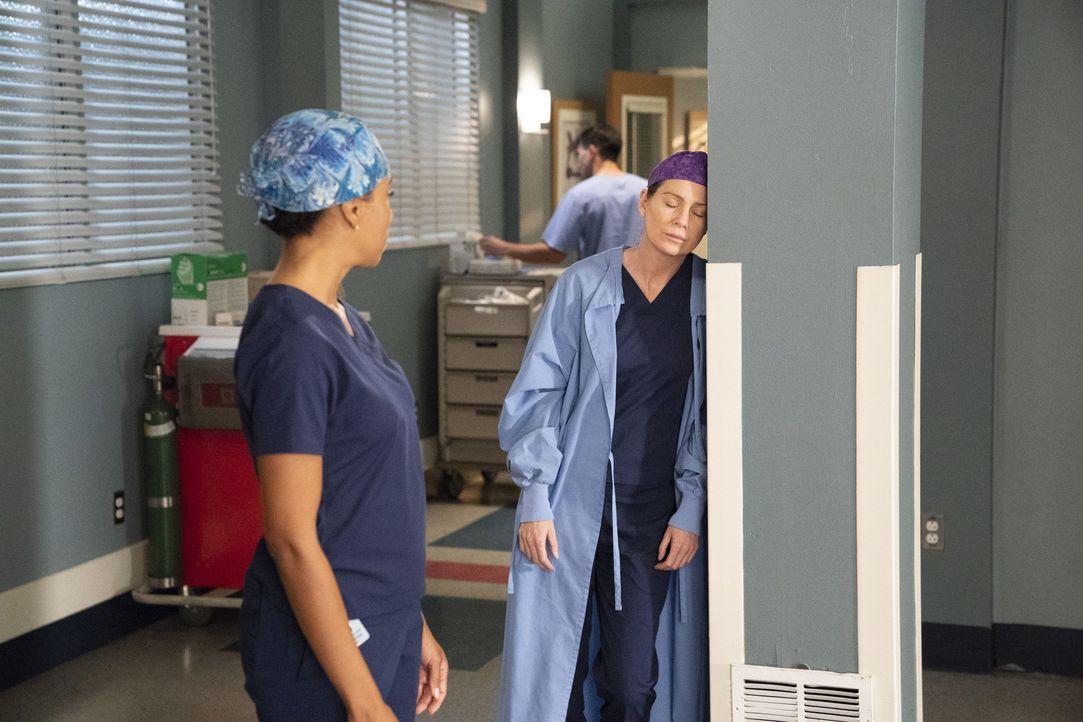 Dr. Maggie Pierce (Kelly McCreary, l.); Dr. Meredith Grey (Ellen Pompeo, r.) - Bildquelle: Mitch Haaseth ABC Studios