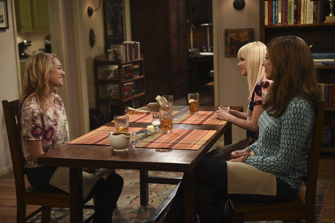 Violet (Sadie Calvano, l.), Christy (Anna Faris, M.) und Bonnie (Allison Janney, r.) verbringen einen gemütlichen Abend miteinander, bis ein unbedac... - Bildquelle: 2015 Warner Bros. Entertainment, Inc.