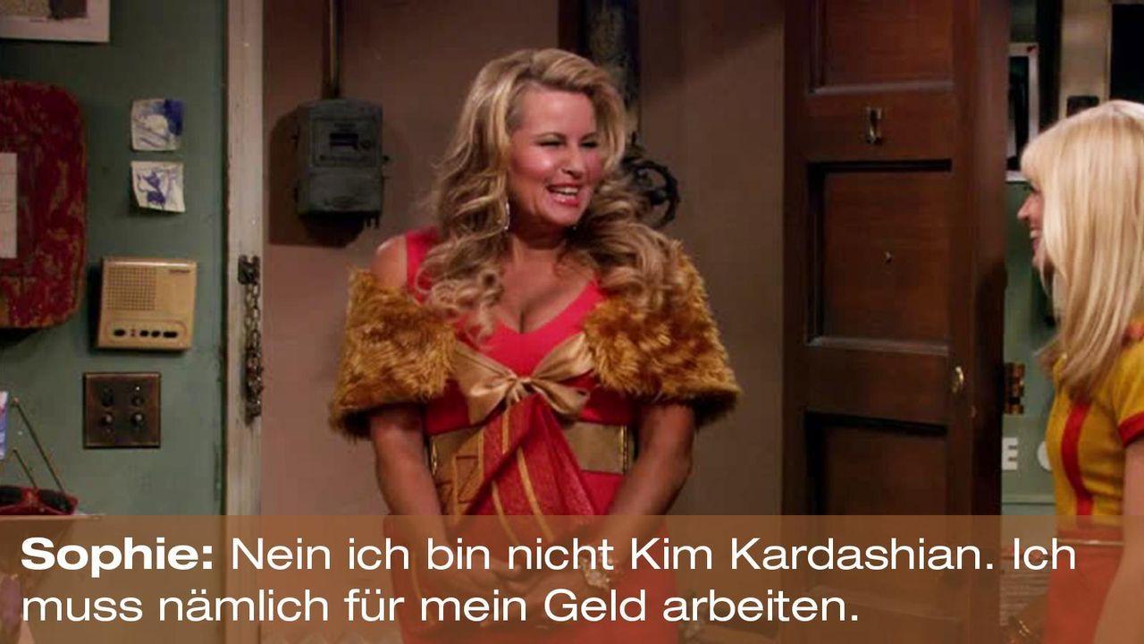 2-broke-girls-zitat-staffel1-episode-21-steuersumpf-sophie-kim-kardashian-warnerpng 1600 x 900 - Bildquelle: Warner Brothers Entertainment Inc.