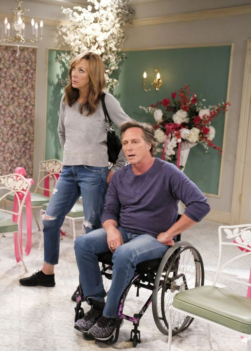 Bonnie (Allison Janney, l.); Adam (William Fichtner, r.) - Bildquelle: Tyler Golden 2018 WBEI. All rights reserved.