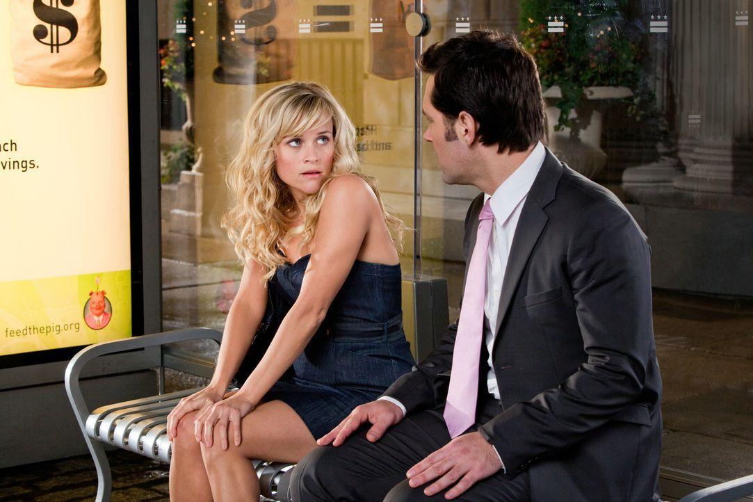 Die Profi-Softballspielerin Lisa (Reese Witherspoon, l.) muss sich zwischen dem wankelmütigen Baseballspieler Matty und George (Paul Rudd, r.), eine... - Bildquelle: 2010 Columbia Pictures Industries, Inc. All Rights Reserved.