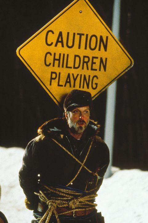 Die Kids setzten alles daran, dass der garstige Schneepflugfahrer (Chris Elliott) seinen Job nicht richtig ausführen kann, damit sie länger schulf... - Bildquelle: Paramount Pictures