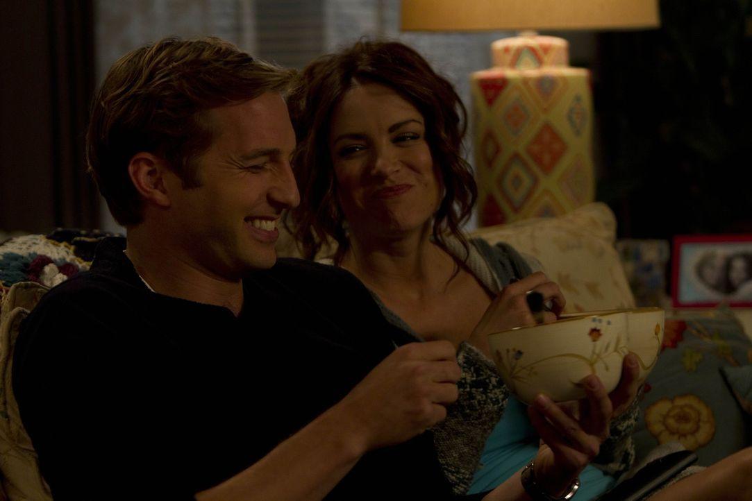 Sind ganz besondere Freunde: Ben (Ryan Hansen, l.) und Sara (Danneel Ackles, r.) ... - Bildquelle: NBC Universal, Inc.