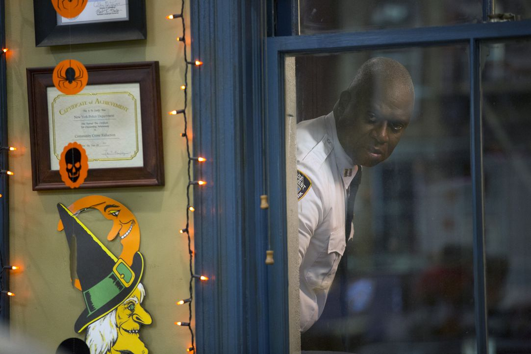Captain Ray Holt (André Braugher) - Bildquelle: Michael Becker 2015 UNIVERSAL TELEVISION LLC. All rights reserved. / Michael Becker