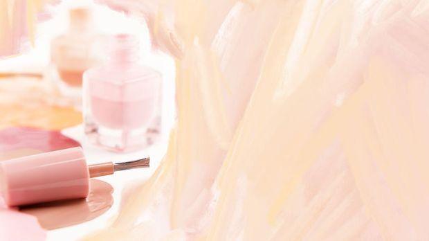 Softe Nudetöne sind dieses Jahr total im Trend – im Artikel findet Ihr die Na...