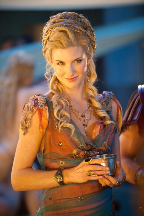 Ilithyia (Viva Bianca) entwickelt einen infamen Plan, um Mann und Kind loszuwerden, um stattdessen den kommenden Mann des Senats, Praetor Varinius,... - Bildquelle: 2011 Starz Entertainment, LLC. All rights reserved.