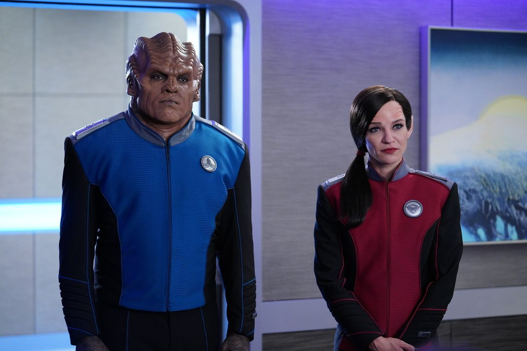 Lieutenant Commander Bortus (Peter Macon, l.); Lieutenant Talla Keyali (Jessica Szohr, r.) - Bildquelle: Michael Becker 2019 Twentieth Century Fox Film Corporation.  All rights reserved.