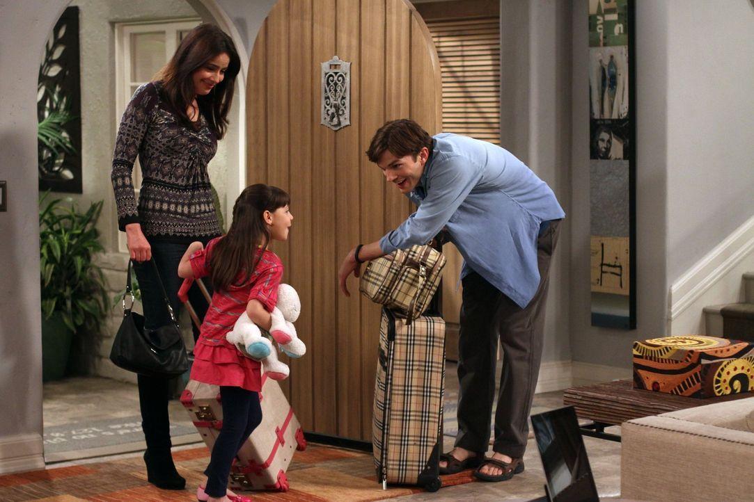 Die Beziehung zwischen Zoey (Sophie Winkleman, l.) und Walden (Ashton Kutcher, r.) wird auf die Probe gestellt, als Zoey und ihre Tochter Ava (Talya... - Bildquelle: Warner Brothers Entertainment Inc.