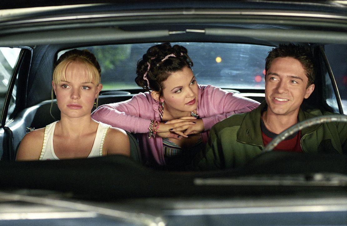 Rosalees (Kate Bosworth, l.) großer Traum ist es, einmal Filmstar Tad Hamilton kennen zu lernen. Die große Chance scheint gekommen, als bei einem... - Bildquelle: 2004 DreamWorks LLC. All Rights Reserved.