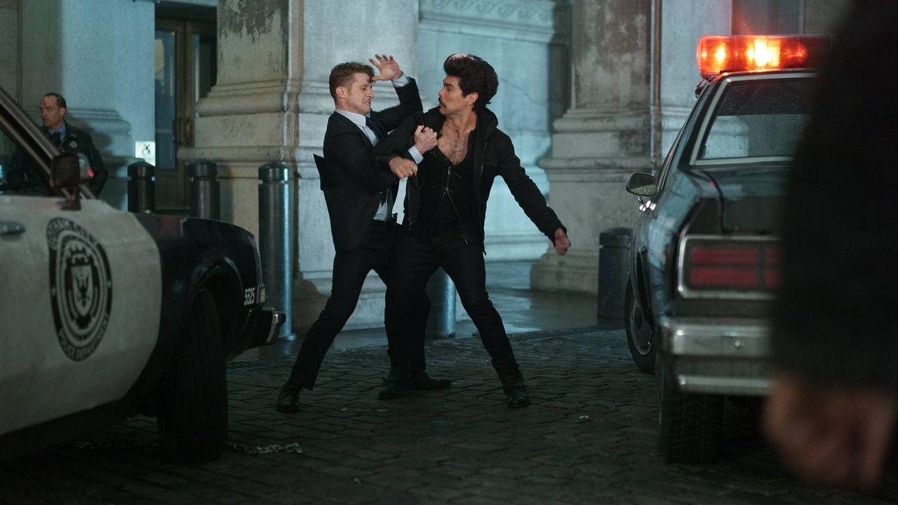 Jim Gordon (Ben McKenzie, l.) und Captain Barnes versuchen weiterhin, handfeste Beweise gegen Theo Galavan zu finden, während sie es mit dem gefährl... - Bildquelle: Warner Brothers