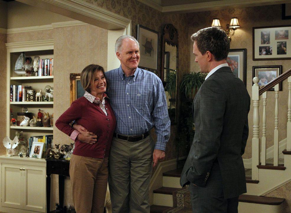 Als Barney (Neil Patrick Harris, r.) endlich seinen Vater Jerry (John Lithgow, M.) und dessen Frau Cheryl (Nancy Travis, l.) kennenlernt ist er sehr... - Bildquelle: 20th Century Fox International Television