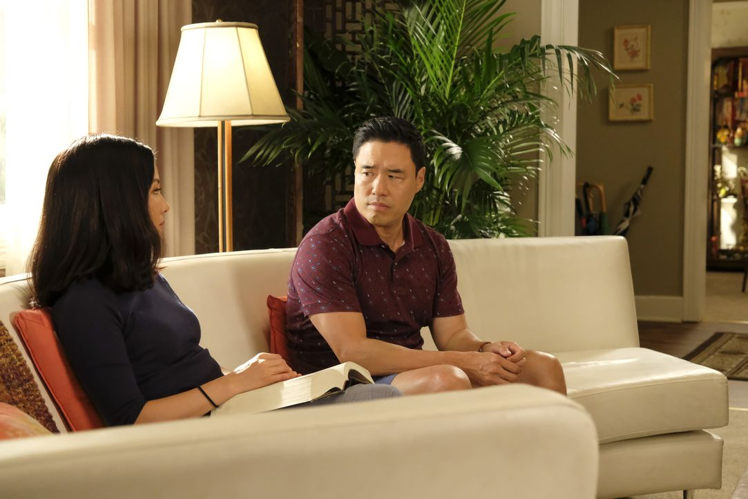 Jessica Huang (Constance Wu, l.); Louis Huang (Randall Park, r.) - Bildquelle: Jessica Brooks 2019-2020 American Broadcasting Companies.  All rights reserved. / Jessica Brooks