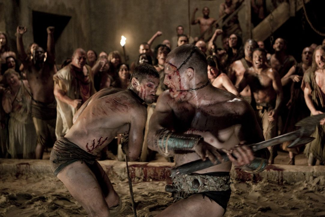 Nur einer darf überleben: Spartacus (Andy Whitfield, l.) und Kerza (Karl Drinkwater, r.) ... - Bildquelle: 2010 Starz Entertainment, LLC