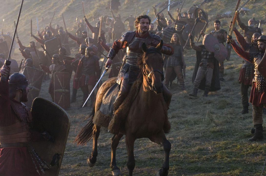 Mit einer handvoll Getreuer gelingt es aber gelingt es Aurelius (Colin Firth), den kindlichen Kaiser und seinen Lehrer zu befreien und, zurück auf... - Bildquelle: TOBIS Filmkunst GmbH & Co. Verleih KG