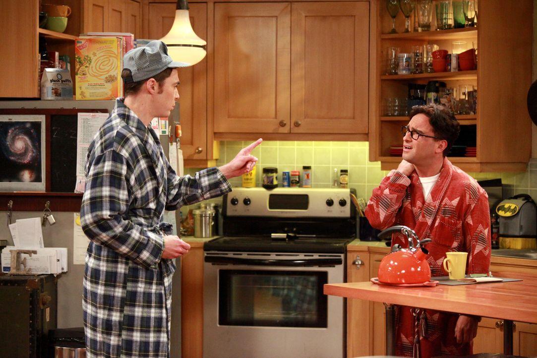 Sind sich mal wieder nicht einig: Sheldon (Jim Parsons, l.) und Leonard (Johnny Galecki, r.) ... - Bildquelle: Warner Bros. Television