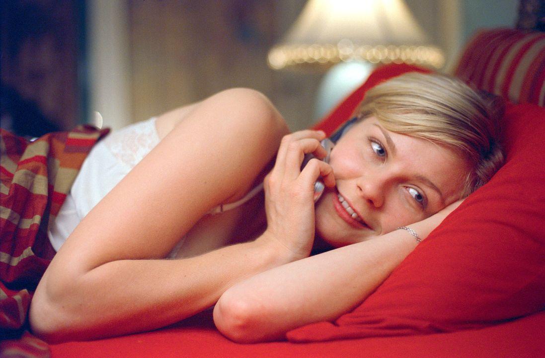 Führt ein Übernacht-Handytelefonat mit Drew: Stewardess Claire (Kirsten Dunst) ... - Bildquelle: Paramount Pictures