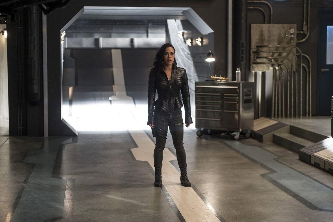 Während sich alle auf Ciscos Kampf gegen Gypsy (Jessica Camacho) vorbereiten, fühlt sich Iris, nachdem sie ihren angeblichen Todeszeitpunkt kennt, s... - Bildquelle: 2016 Warner Bros.