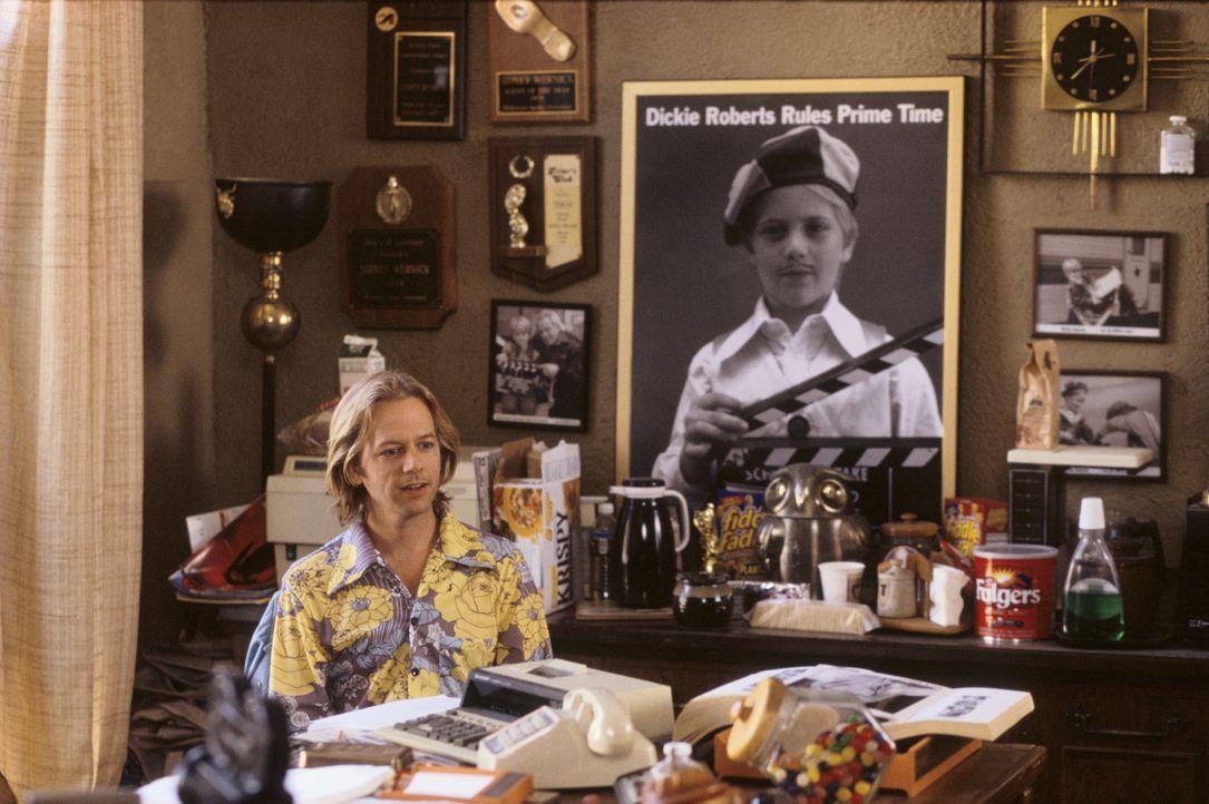 Dickie Roberts (David Spade) ist ein 35-jähriger berühmter Ex-Kinderstar. Eines Tages versucht er bei einem Vorsprechen noch einmal die ganz große R... - Bildquelle: Mark Fellman Paramount Pictures / Mark Fellman