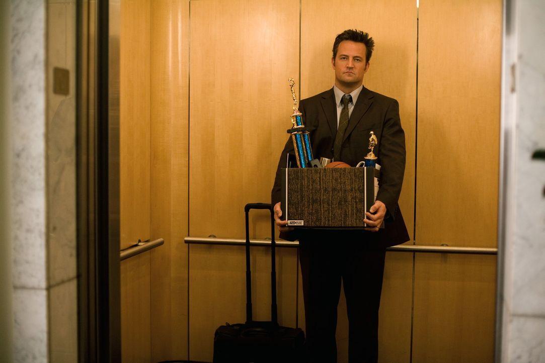 Mikes (Matthew Perry) glorreiche Zeiten sind schon lange vorbei. Seine Frau hat ihn rausgeworfen, seine Kinder finden ihn nervig und nun verliert er... - Bildquelle: 2008   Warner Bros.