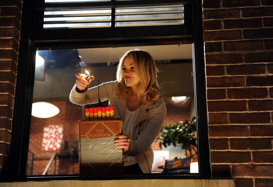 Dreht komplett durch, als sie das Playbook bei Ted in der Wohnung findet: Jeanette (Abby Elliott) ... - Bildquelle: 2013 Twentieth Century Fox Film Corporation. All rights reserved.