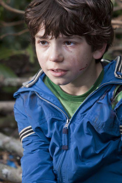 Können Evan Cross und sein Team Trevor (Michael Strusievici) retten, bevor er von den Kreaturen getötet wird? - Bildquelle: Bettina Strauss