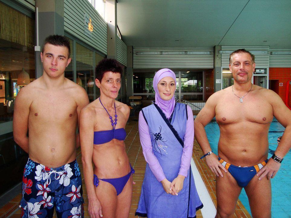 Esma (2.v.r.) besucht zusammen mit ihrer Tauschfamilie ein Schwimmbad. - Bildquelle: ProSieben