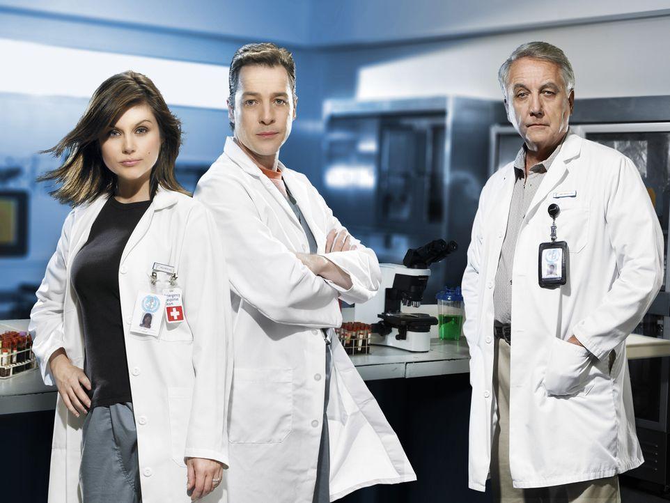 Eine Pandemie droht. Nur die Epidemiologen (v.l.n.r.) Kayla Martins (Tiffani Thiessen), Carl Ratner (French Stewart) und Dr. Sokorsky (Bob Gunton) k... - Bildquelle: 2006 RHI Entertainment Distribution, LLC