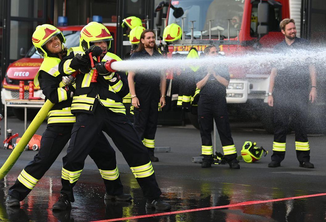 (v.l.n.r.) Rúrik Gíslason; Bülent Ceylan; Riccardo Simonetti; Sandy Mölling; Bastian Bielendorfer - Bildquelle: Ben Pakalski ProSieben / Ben Pakalski
