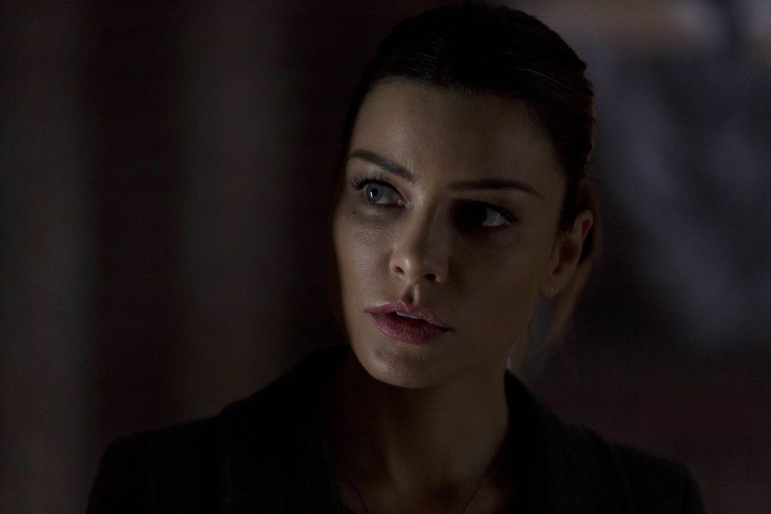 Auf der Suche für den Grund seiner Verletzlichkeit in Chloes (Lauren German) Nähe kommt Lucifer plötzlich eine Idee - denn eigentlich können ihn nur... - Bildquelle: 2016 Warner Brothers