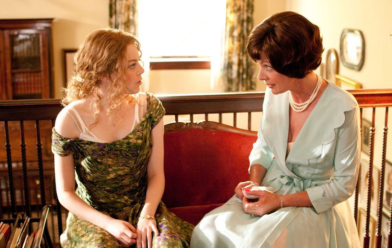 Charlotte (Allison Janney) hat immer noch die Hoffnung, dass ihre Tochter Skeeter (Emma Stone, r.) endlich mit der Suche nach einem standesgemäßen E... - Bildquelle: Dale Robinette Dreamworks Studios and Participant Media.  All rights reserved.