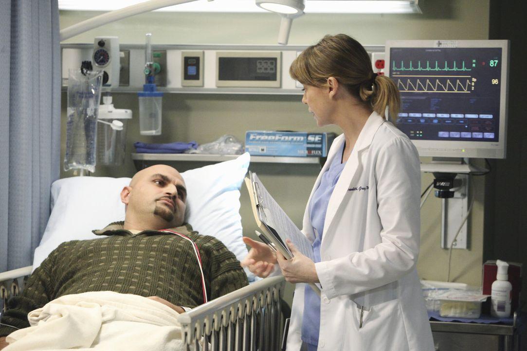 Während ihrer Tätigkeit als Oberaufsicht über die Notaufnahme, lernt Meredith (Ellen Pompeo, r.), dass in einer Stunde wirklich vieles passieren... - Bildquelle: ABC Studios