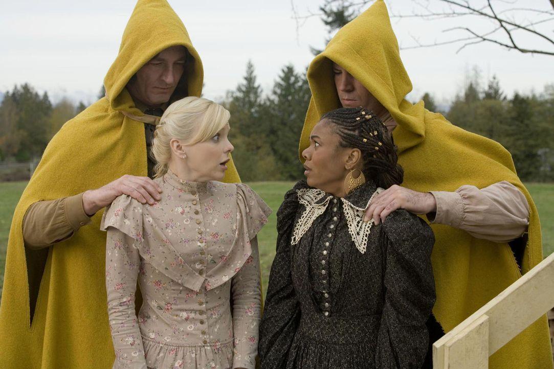 """Cindy Campbell (Anna Faris, l.) und Brenda (Regina Hall) machen mal eben einen kleinen Abstecher nach """"The Village - Das Dorf"""" ... - Bildquelle: The Weinstein Company. All Rights Reserved."""