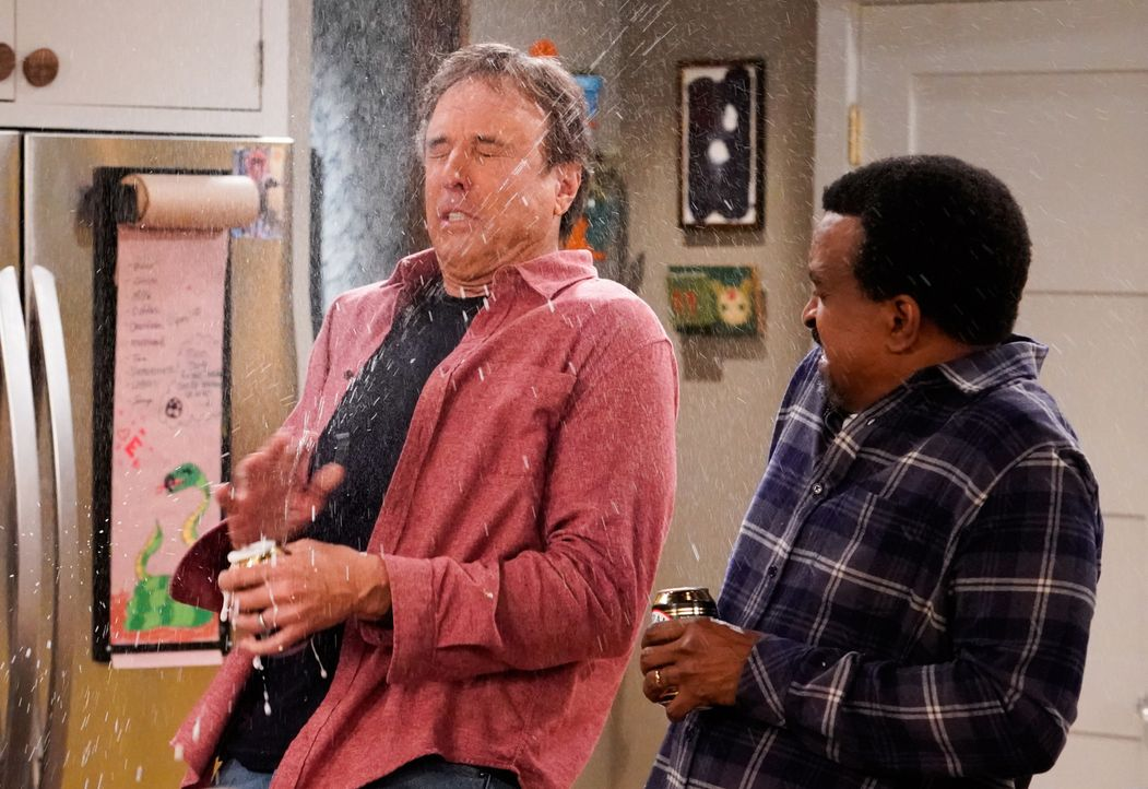 Don Burns (Kevin Nealon, l.); Rudy (Tim Meadows, r.) - Bildquelle: Robert Voets 2017 CBS Broadcasting, Inc. All Rights Reserved. / Robert Voets