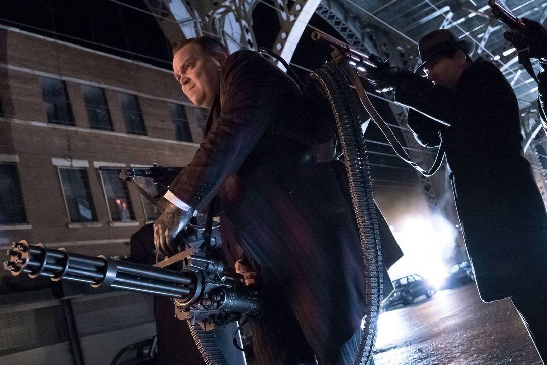 Gemeinsam mit seinen Leuten, möchte er Dr. Strange aufhalten. Doch dann steht plötzlich jemand ganz anderes vor Butch (Drew Powell) ... - Bildquelle: Warner Brothers